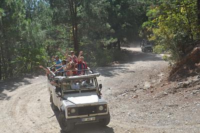 Click image for larger version  Name:Jeep safari.jpg Views:198 Size:99.8 KB ID:477