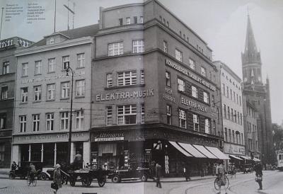 Click image for larger version  Name:1932 - turn to the street Shtayndram Altstadt Kirche.jpg Views:59 Size:93.2 KB ID:497